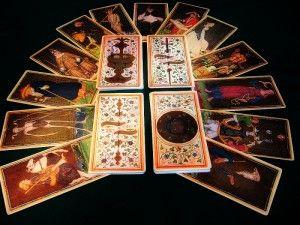 immagine raffigurante la stesura delle carte secondo lo schema della piramide